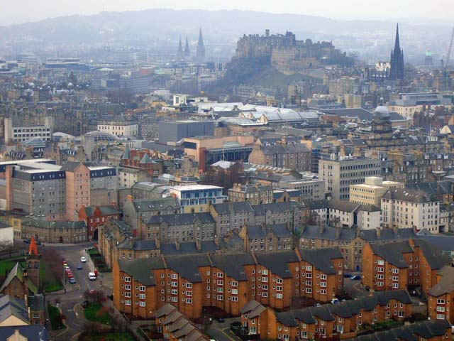 View of Edinburgh and the Castle (Wikimedia Commons).